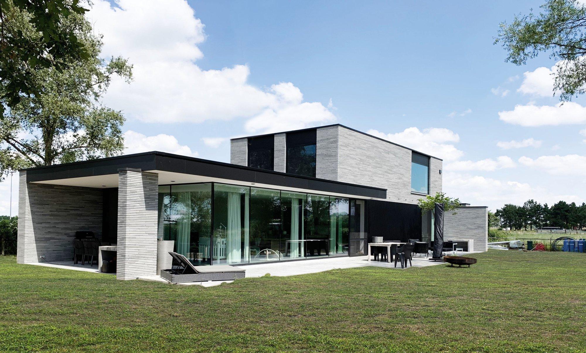 Unieke moderne villa met zonnige tuin.
