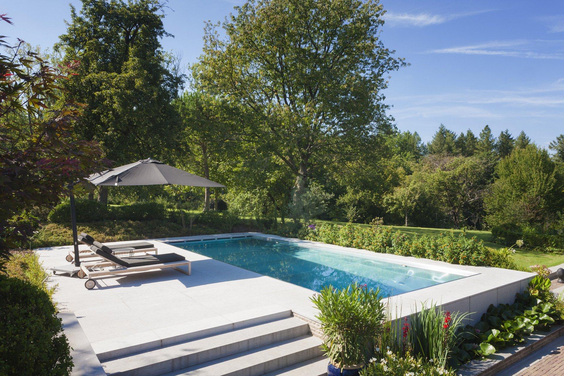 De mooiste zwembaden stelt een realisatie van Van Eeckhoudt Zwembaden voor..